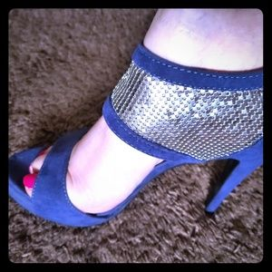 Never worn Shoe dazzle shoes
